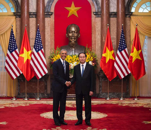 One of the paradoxes of current history is that President Barack Obama is working overseas to bring the United States and Vietnam together, as the photograph above from Obama's recent Asian visit shows. At the same time, Obama's team has been working on the Vietnam commemoration in Washington, D.C. in a way that whitewashes the crimes of U.S. imperialism is ways similar to the historical whitewashes of the Confederacy during the years when the