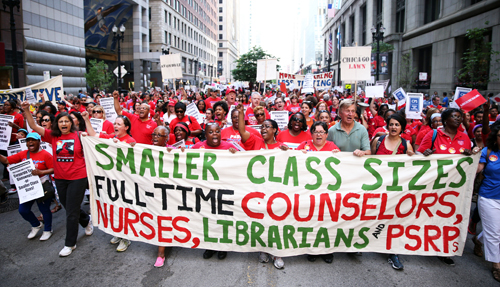 An earlier CTU rally in warm weather in downtown Chicago. Tribune photo.